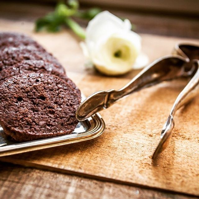 Cocoa and sea salt flakes cookies. Recipe of Pierre Hermé