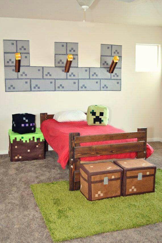 Habitación de niño decorada como MineCraft
