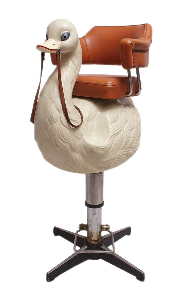Silla infantil de peluqueria a os 60 en forma de cisne for Silla infantil diseno