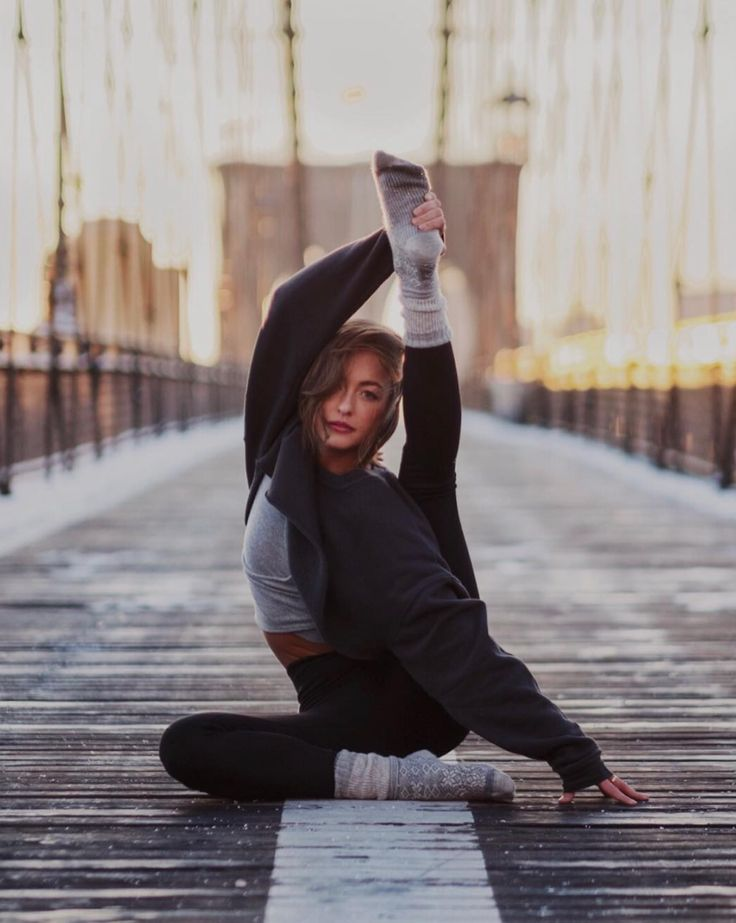 @jessicaolie in the #AloYoga Extreme Crop Crew Neck #yoga #inspiration