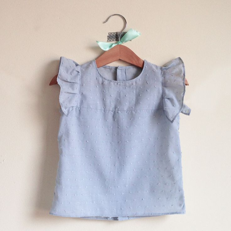 Camisa gris plumeti y manga con volante, 24€ #eraseunavez #modainfantil #niñas