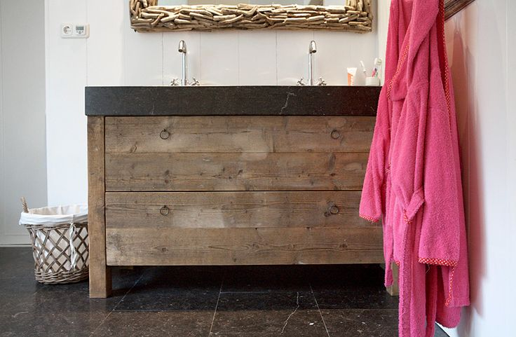 badkamermeubel oud hout    Oude bouwmaterialen bij Jan van IJken Eemnes    www.oudebouwmaterialen.nl