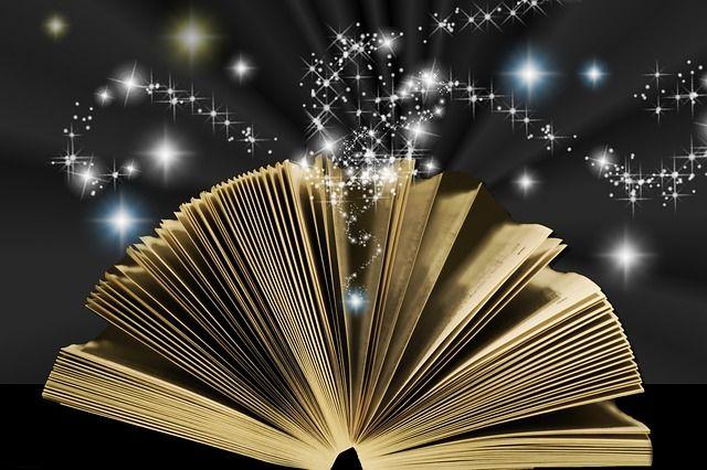 """Blog Duo de lenguaje: """"Infografías literarias: menos es más"""". Este libro ofrece unos cuantos tesoros ocultos creados por Celia De Diego Munilla para la tarea 4.4 Infografías: menos es más. ¿Te animas a descubrirlas? :D"""