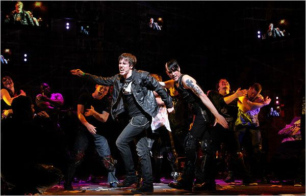 John Gallagher, Jr. as Johnny and Tony Vincent as St. Jimmy in American Idiot