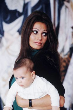Sophia Loren and baby son Carlo Jr. (photograhed by Alfred Eisenstaedt ~ 1969)