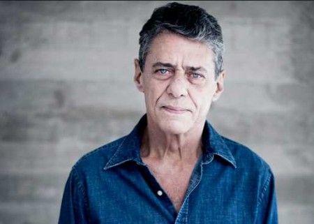 Chico Buarque desabafa sofre ser alvo de ataques nas ruas Cantor disse que é xingado por suas posições políticas