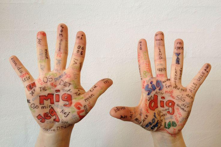 Boost din klasse med de 120 hyppigste ord på dansk. Lær at genkende, læse og skrive ordene gennem små sjove aktiviteter. A-sport og ATiB kommer på besøg med inspiration til aktiv læring knyttet til ordene.