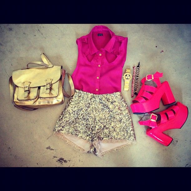 pink shirt, golden short and bag, pink calu vip by Sofia de Grecia #SDG #LOOK #NIGHT