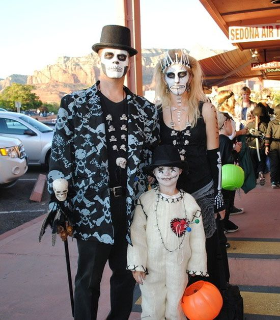 15 best creative yet scary halloween costumes 2012 for couples girlshue - Couple Halloween Costumes Scary
