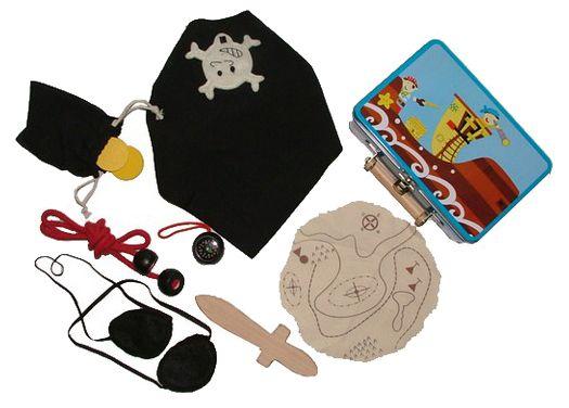 ¡Hola! Ahora vamos a jugar un ratito a piratas, ¡nos vamos por los Mares del Sur buscando tesoros! #piratas #jugarapiratas #juegosdepiratas #juegosderol http://www.babycaprichos.com/maleta-de-jugar-a-piratas.html