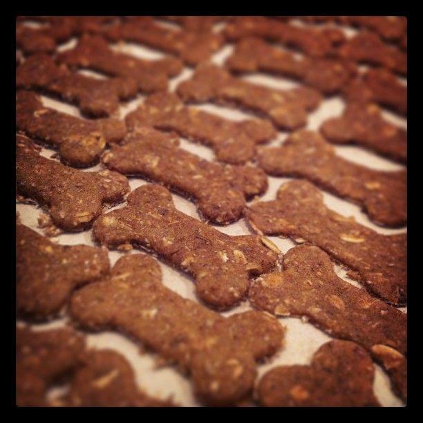 Biscoitos de Banana e Aveia | Cachorro Verde http://www.cachorroverde.com.br/index.php/biscoitos-de-banana-e-aveia/