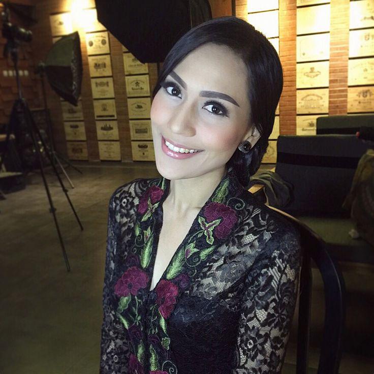 Beautiful Indonesian kebaya designer INTAN AVANTIE ❤️ Makeup by @lalanindita