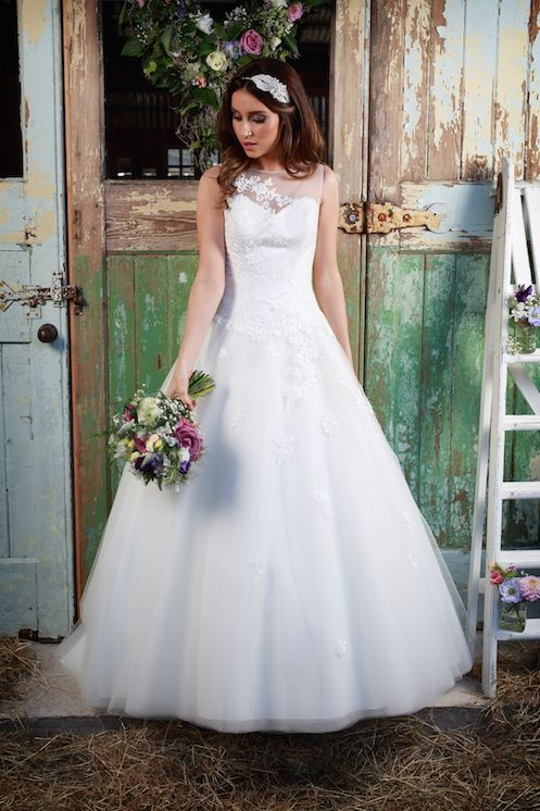 The 89 best Bridal Gowns images on Pinterest | Short wedding gowns ...