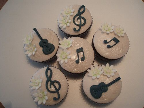 Cute Musical Cupcakes. Make cool decorations on your cupcakes with others at https://www.uniiverse.com/listings/4fa3f07f2078f90d3602411b/1338658200