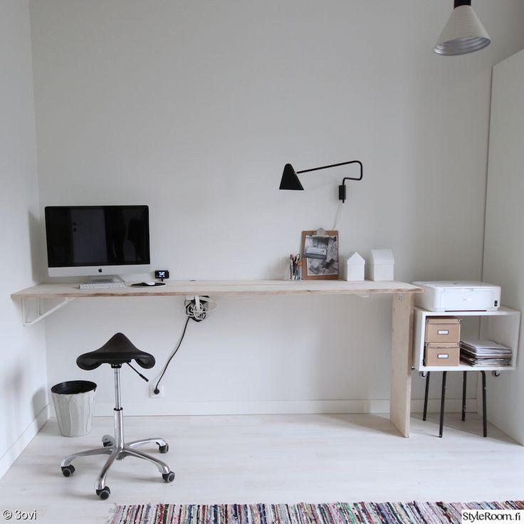 """""""jasmiinak"""":n työhuoneesta löytyy kaikki olennainen, ergonominen ja tyylikäs tuoli, sekä hyvät valot työskentelyyn.  #styleroom #inspiroivakoti #tyohuone #moderni"""