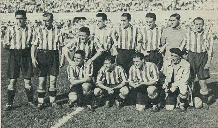 1933. Final de Copa. Athletic, 2 - Real Madrid, 1. De pie, de izquierda a derecha: Muguerza, Cilaurren, Urquizu, Roberto, Bata, Unamuno, Blasco y Gorostiza. Agachados, en el mismo orden: Iragorri, Castellanos, Lafuente e Ispizúa.
