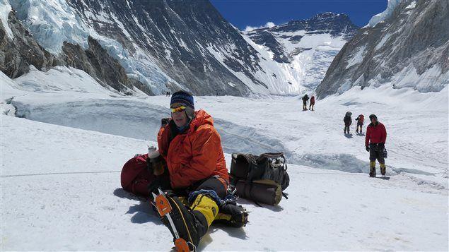 Un alpiniste amateur a porté des vêtements en fibre d'asclépiade sur l'Everest. Et il a eu un peu trop chaud. Au tour maintenant des employés de la Garde côtière canadienne de tester la fameuse soie d'Amérique.