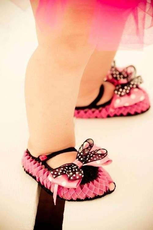 Zapatos de ganchillo: Fotos de zapatos para bebés - Zapatos de crochet con lazos para ellas