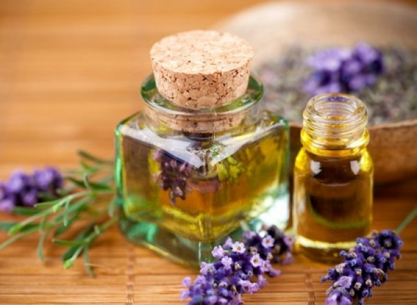 Uleiurile esențiale sunt extrem de puternice, benefice şi eficiente, iar aromaterapia se bazează pe aceste uleiuri esențiale extrase din plante. Au puterea