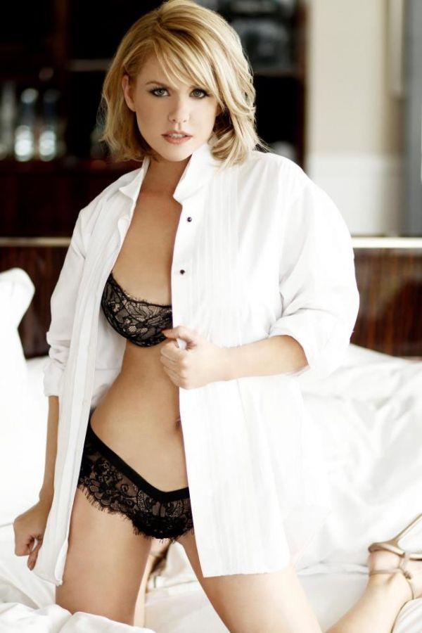 Carrie Keagan (American) (personality) (white-button ...