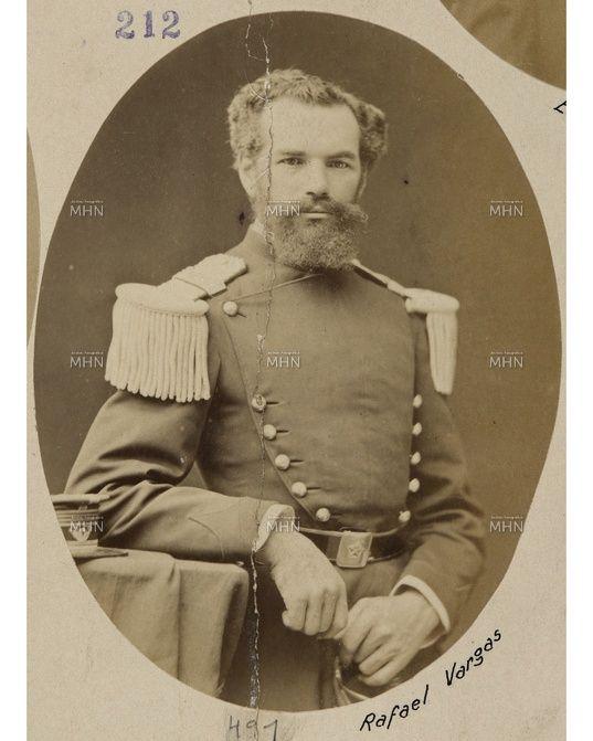 Retrato de estudio del Sargento Mayor Rafael Vargas. Durante la Guerra del Pacífico fue nombrado Comandante del destacamento Cazadores a Caballo, participó en la Batalla de Calama. - See more at: http://www.fotografiapatrimonial.cl/p/36825#sthash.ajU39Oia.dpuf