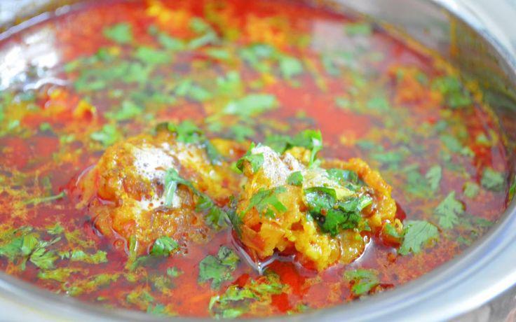 Aal Ke Kofte (Bottle Gourd Fritters In Spicy Gravy) Recipe