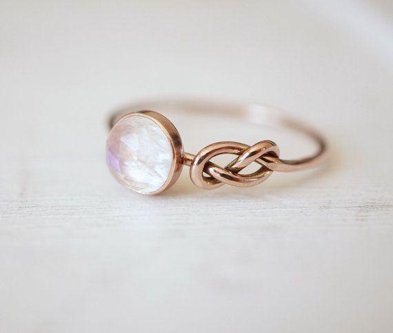 Anillo piedra de luna, anillo de compromiso, anillo de nudo infinito, azul piedra lunar joyas, regalo para ella, prometo anillo, empuje presente, regalo de aniversario