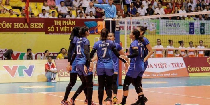 Pemain timnas bola voli putri Indonesia melakukan selebrasi setelah mendapat poin saat menghadapi tim Vetnam B pada laga terakhir penyisihan Grup B VTV International Volleyball Cup 2017, Selasa (11/7/2017).