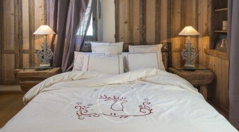 Shooting photo pour Vagabonde - Création de linge de maison dans le château des Girards à Lans-en-Vercors.