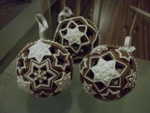 Gingerbread. Boules de Noel. Comment font-ils????