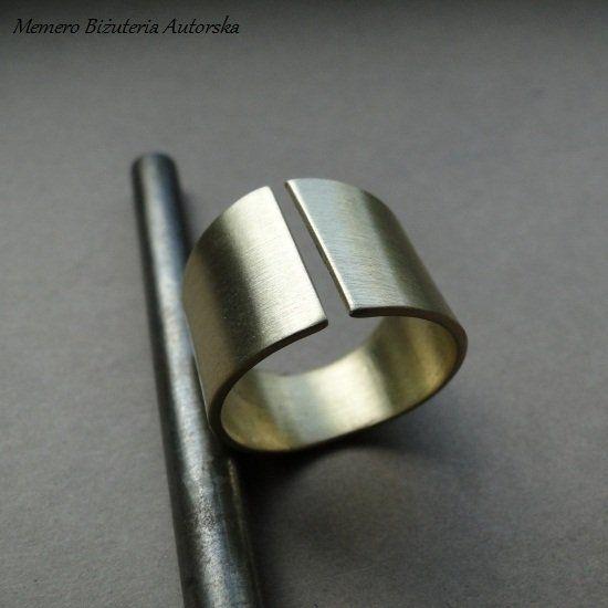 Pierścionek Mosiądz 003 (sprzedawca: Memero Biżuteria autorska), do kupienia w DecoBazaar.com
