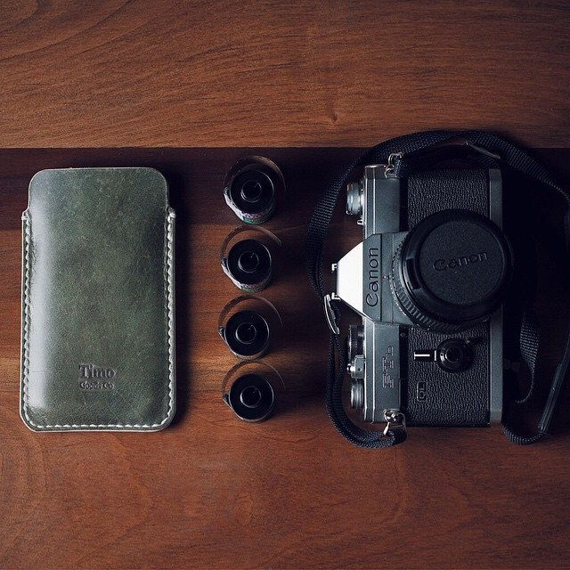 Photo Sunday, got all I'll be needing / Domingo fotográfico con todo lo que voy a necesitar #timogoods #handmade #iphone #shootfilm #leather #canonftb #fujichrome #vscocam @alfonsoaraya