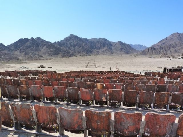 Known to some as the Cinema at the End of the World, this mysterious open-air movie theater lies abandoned in Egypt's Sinai Desert, not far from the popular tourist resort of Sharm El Sheikh. And it's a weird place!