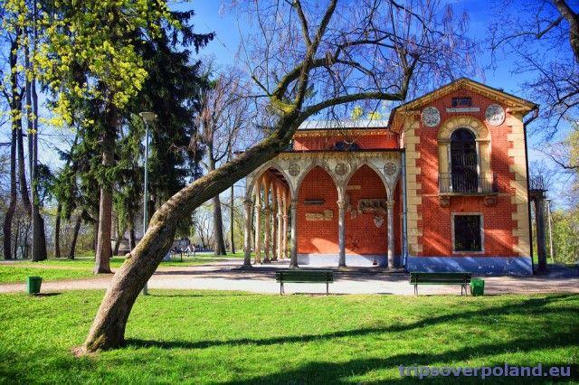 Domek Ogrodnika, a w zasadzie Domek Gotycki w Puławach, na terenie parku przy pałacu Czartoryskich.