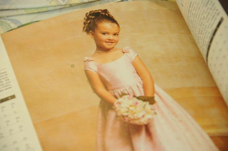 På www.papirgleder.no finner du det du trenger for å lage kort og invitasjoner til konfirmasjon, dåp, bryllup og bursdager! I tillegg har vi masse flotte tekstiler du kan sy quilt, homedecor, klær, gaver m.m. Velkommen innom! bridesmade dress Vouge pattern