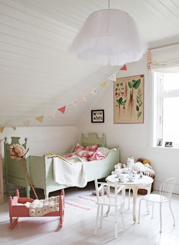 Love the pale green bed and bunting