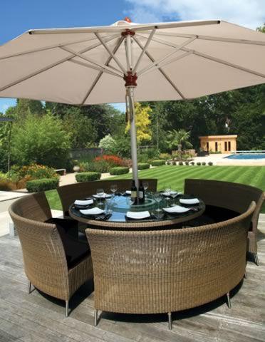 mesa picnic madera con sombrilla