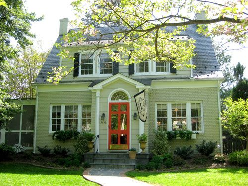 love it!: The Doors, Orange Doors, Green Houses Red Doors, Exterior Paintings Colors, Paintings Brick, Exterior Colors, Curb Appeal, Cottages, Red Front Doors