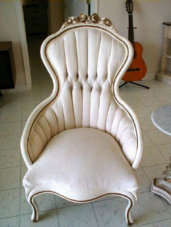 Google Image Result for http://www.frenchprovincial.org/images/french%2520provincial%2520her%2520chair_small.JPG