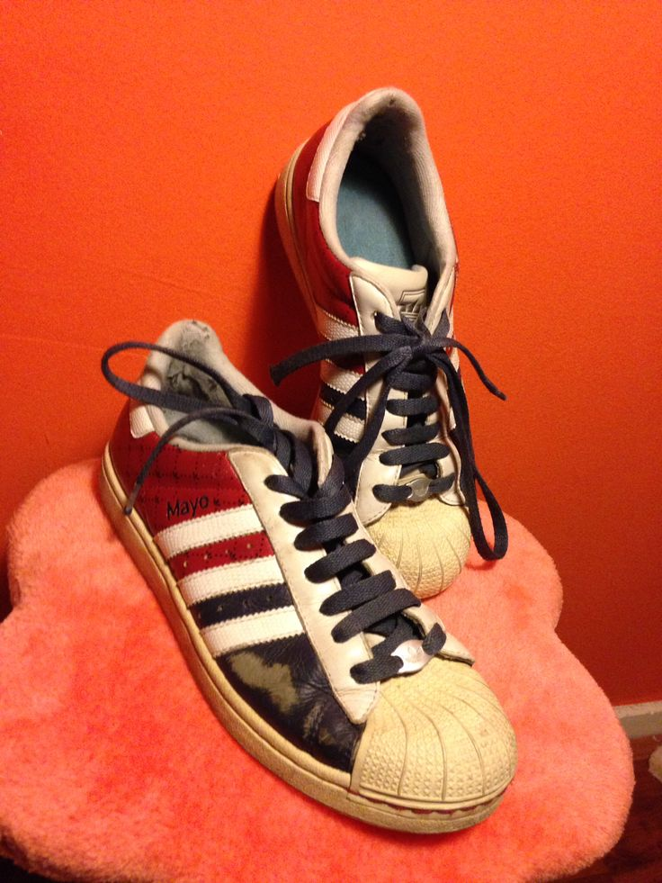 Customized Adidas Sneakers! Super Cool! De Foto Is Na Een Aantal Jaar Dragen