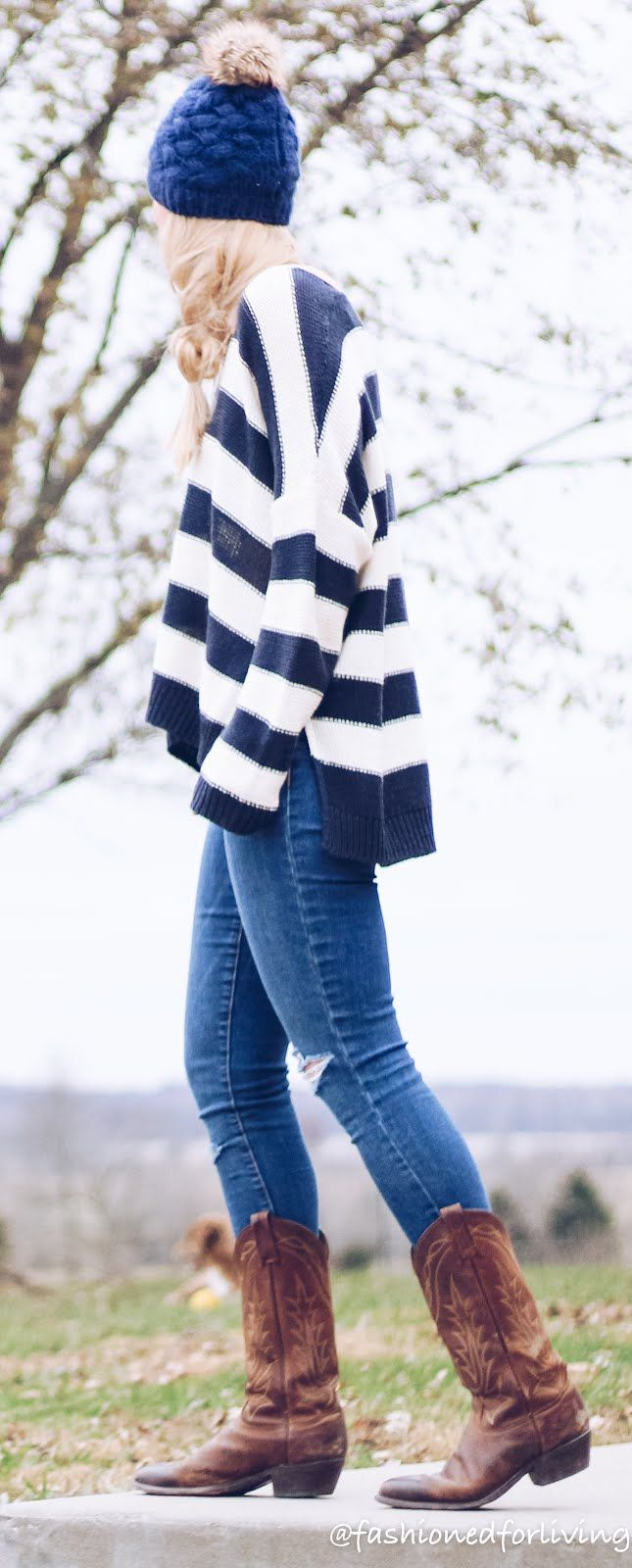 winter cowboy boot outfit with oversized sweater and corduroy shearling jacket