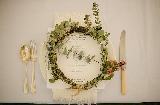 flower crown plate setting, for guests to wear throughout the night!