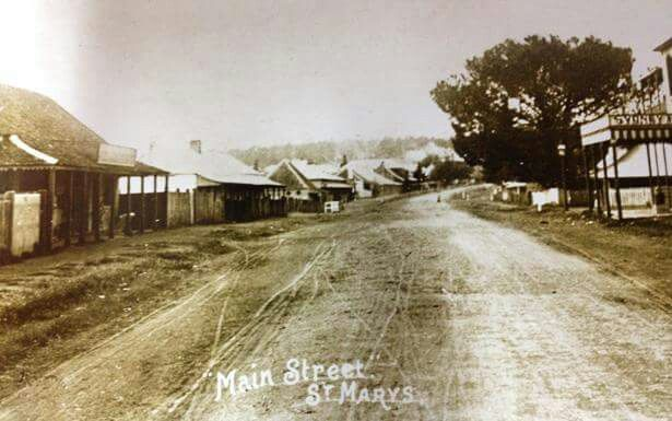 Main St (now Great Western Highway),St Marys in western Sydney in 1900 looking east.A♥W