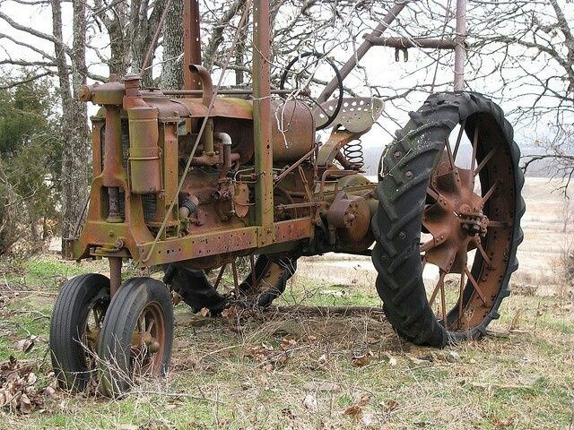 Rusted old tractor | Antique Tractors - Gas/Oil/Diesel | Pinterest