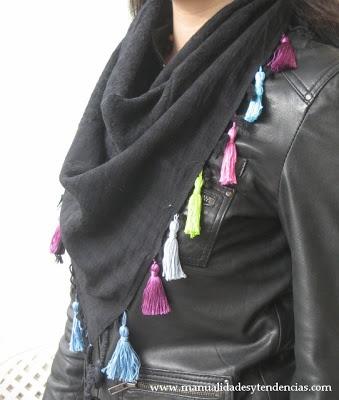 www.manualidadesytendencias.com DIY pañuelo con borlas / DIY tassel scarf