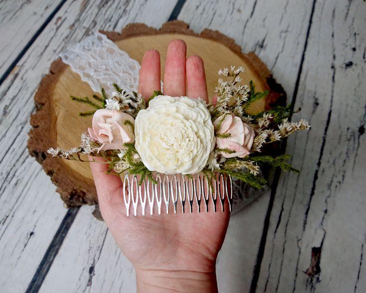 Grzebyk do ślubnej fryzury w odcieniach jasnego beżu i pudrowego różu.  Dostępny w sklepie internetowym Madame Allure!