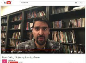 """Nabeel Qureshi é um ex-muçulmano que hoje tem um ministério de apologética focado nas comparações do Islã com o Cristianismo. Ele é autor de vários livros, incluindo """"Procurei Alá, encontrei Jesus"""", disponível no Brasil.Desde sua conversão, tem dedicado sua vida à pregação do Evangelho, dando palestras em universidades e seminários nos EUA, onde mora atualmente. …"""
