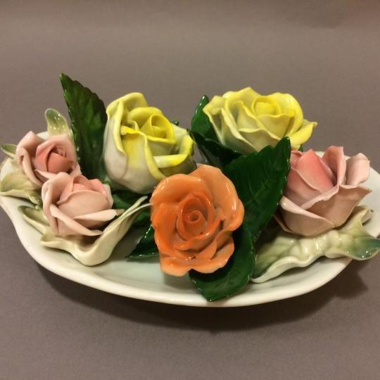 A képen látható porcelán rózsák árai: világos levéllel - rózsaszín rózsák : 2800,-Ft/db sötét levél - citrom és narancssárga rózsák: 4500,-Ft/db