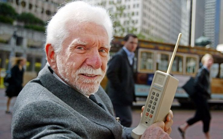 The Cellphone Turns 40: Remembering Martin Cooper's Historic Call - The Daily Beast