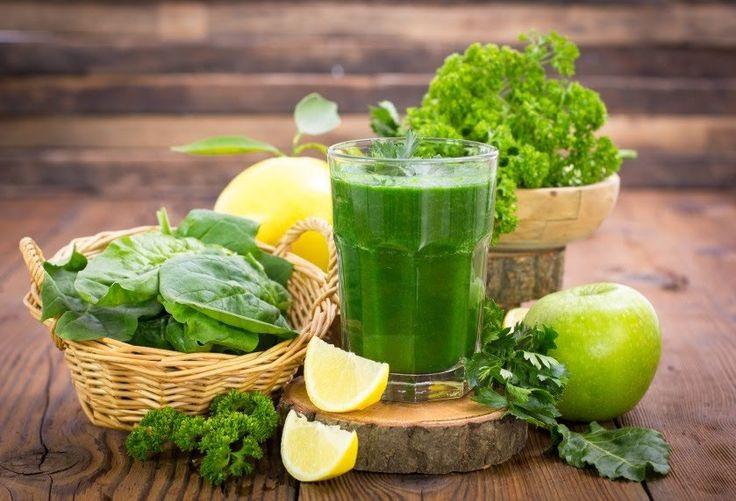 Egal ob mit Salat, Spinat, Gurke oder Apfel – grüne Smoothies sind gesund und lecker.